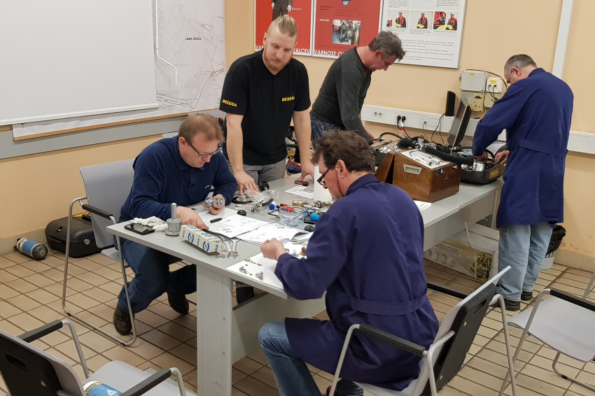 DEZEGA held a training for the use of DEZEGA P30-EX